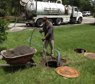 débouchage fosse septique avec camion pompage